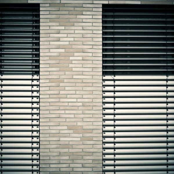window-architecture-venetian-blinds-1232371.jpg